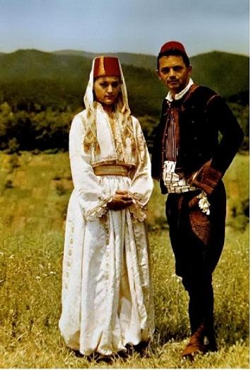 b Национальные костюмы Мисс Вселенная.  В наше время национальная одежда Турции надевается жителями довольно редко...